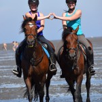 :-) Isa und Janine mit den  Ponys